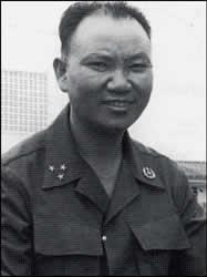 """Fallece en el Exilio el legendario líder Hmong de la """"Guerra Secreta"""""""